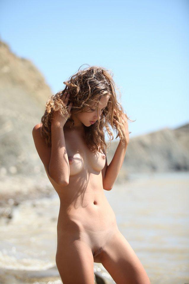 Sexy non nude
