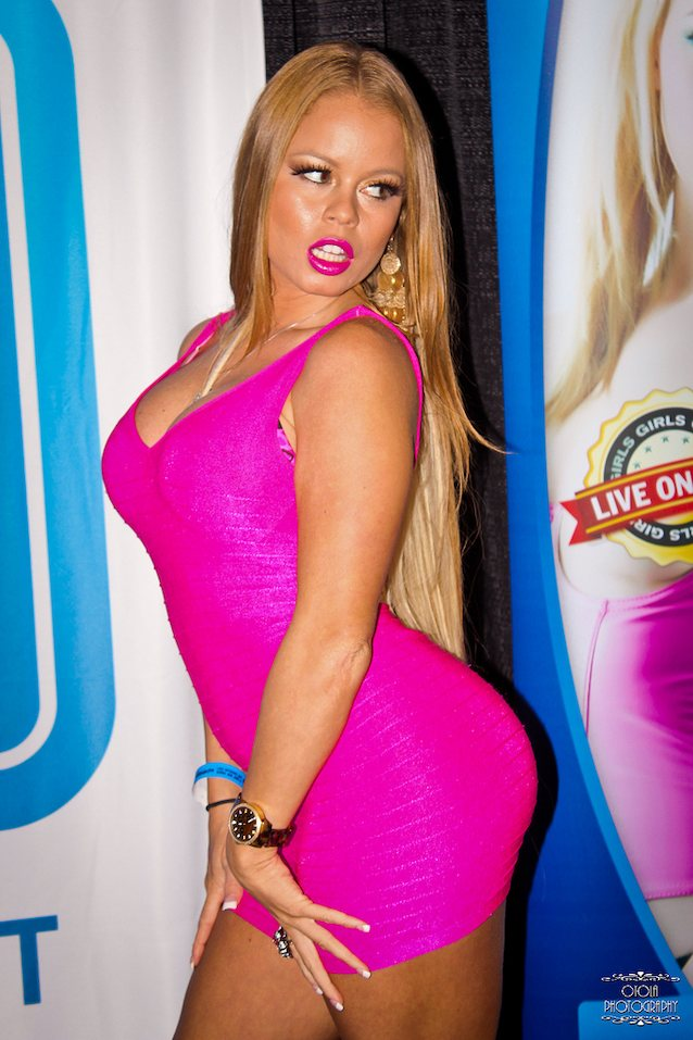 Big titted chick Nikki Delano strips her guy and pleasures his big dick № 508384 без смс