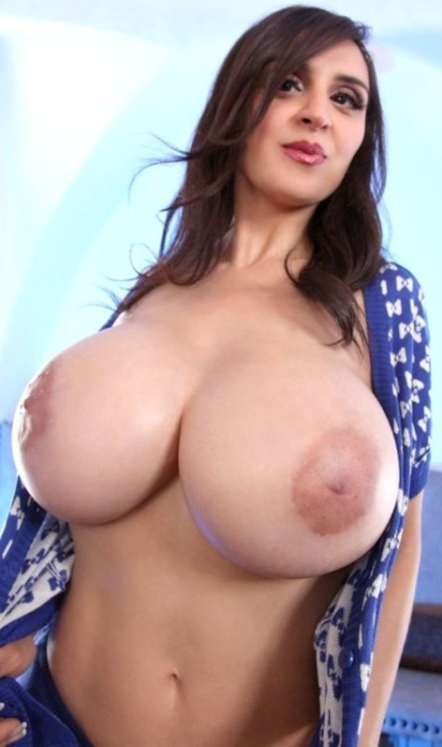 Free busty amateurs pictures