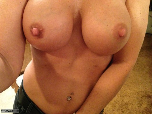 Lightskin girl big tits